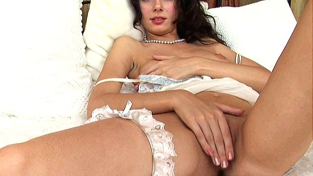 spirited-brunette-amateur-girl-spreading-legs-and-fingering-her-shaved-twat_01