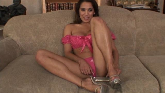 splendid-latina-sex-star-renae-cruz-teasing-a-handsome-dude-with-her-hot-body_01