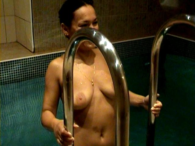 Splendiferous brunette amateur wife Dasha giving oral sex to her husband Max in the pool