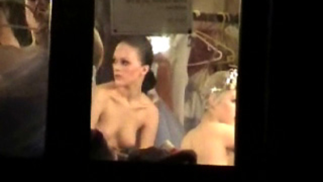 Spying-girls-nude-ballet-backstage-spy-cam_01