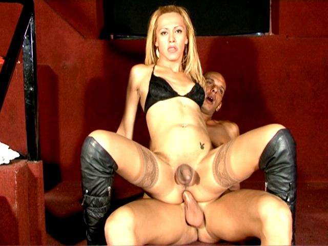 Stockinged blonde tranny hottie Rubia riding anally a monster penis