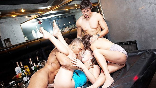 Student-party-group-sex-in-the-bar_01