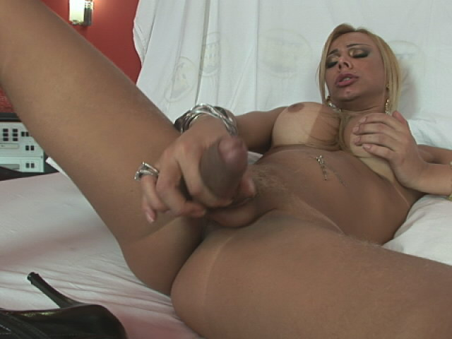 Sublime shemale Valquiria showing her round ass and wanking her dick doggy