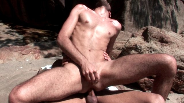 super-sexy-brunette-amateur-gay-kaike-humping-anally-junior-bastoss-monster-cock-outdoors_01