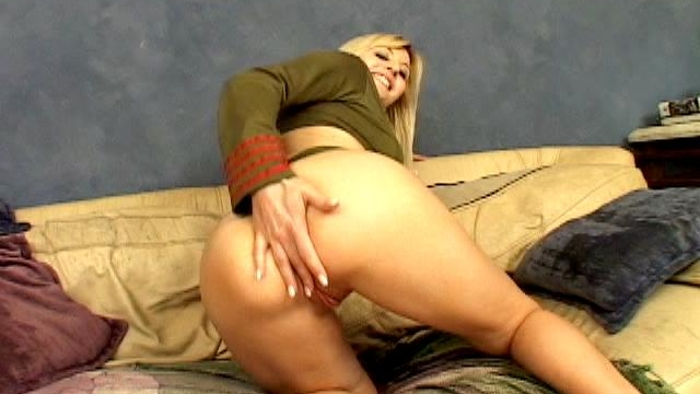 Superb-blonde-army-hooker-celestia-star-masturbating-her-sexy-asshole_01-2