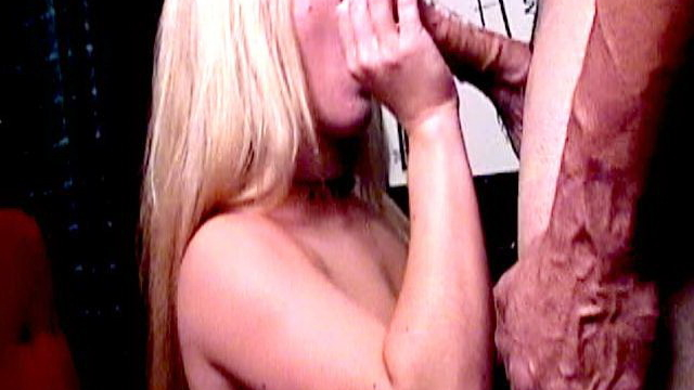 superb-blonde-strumpet-dia-zerva-smoking-and-sucking-a-massive-dick-on-her-knees_01
