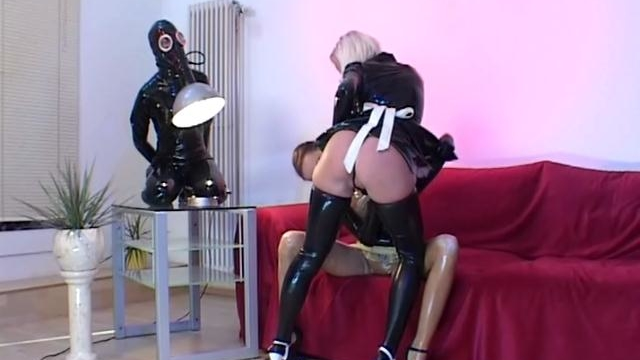 Superb-lesbian-slave-in-latex-petova-gets-pussy-licked-by-a-ponytailed-mistress_01-1