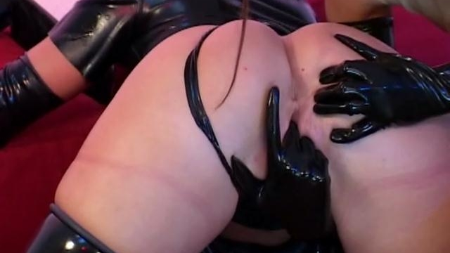 superb-lesbian-slave-in-latex-petova-gets-pussy-licked-by-a-ponytailed-mistress_01