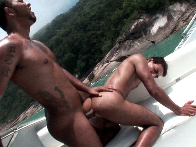Superb tanned amateur gay Alan gets booty slammed doggie by horny Matheus on a boat