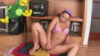Superb teen honey in pink lingeria rubbing her little muff on the floor