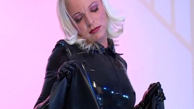 sweet-lesbian-maid-in-latex-dress-petova-play-with-a-lesbians-body_01