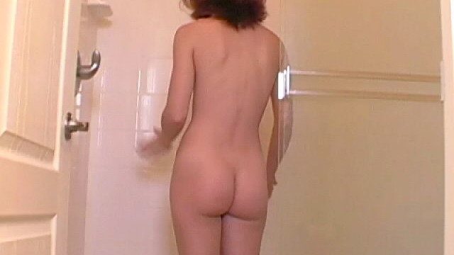 sweet-teen-babe-annabella-taking-a-shower-for-you_01