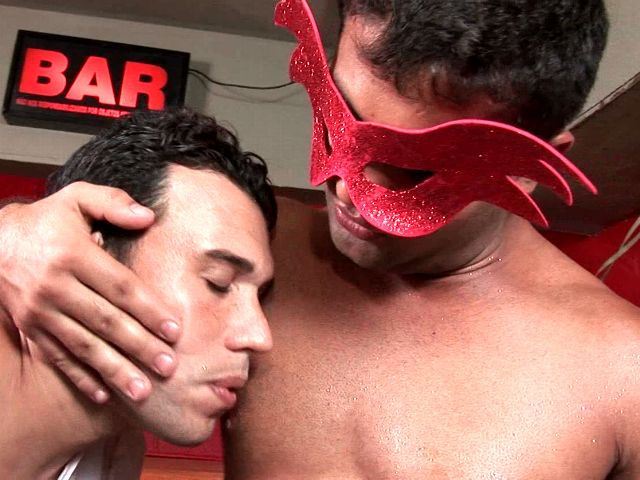 Tempting tanned brunette gays Alexandre Senna And Henrique Silva stroking and slurping their monster shafts