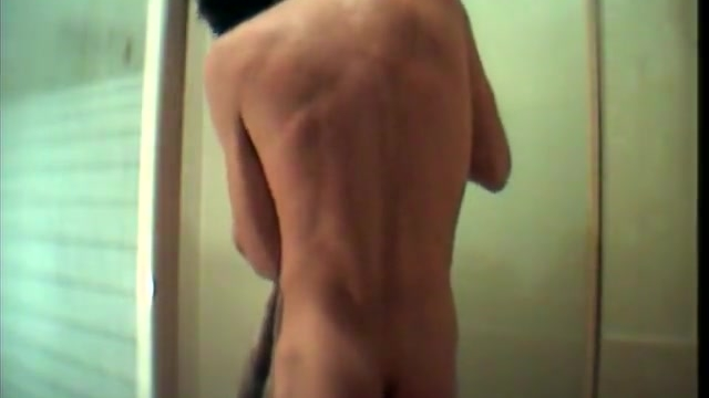 the-shower-wank-amateur-gay-video_01