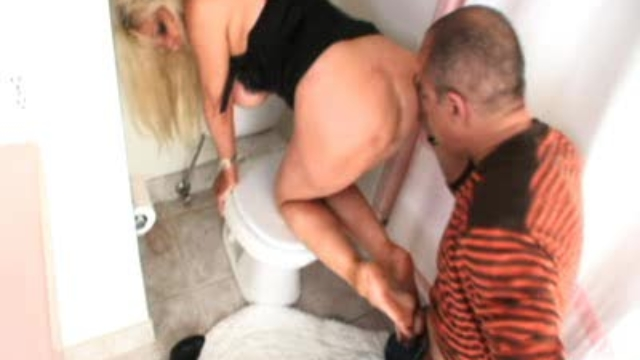toilet-sluts-reward_01