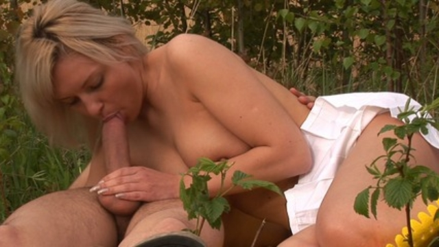 Tracys-cunt-got-soaking-wet-from-excitement_01