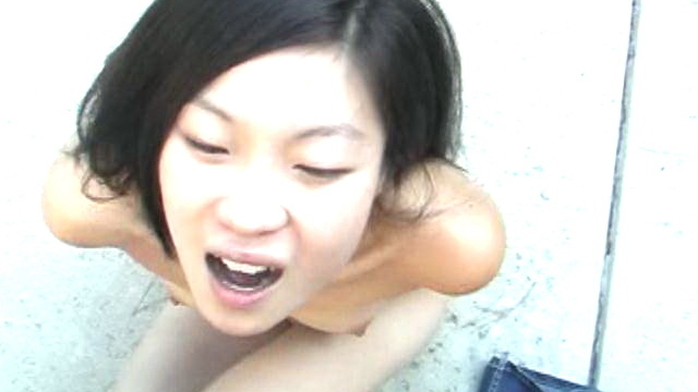 Trashy-asian-amateur-honey-leandra-lee-fucking-a-large-dick-with-her-tits-outdoors_01