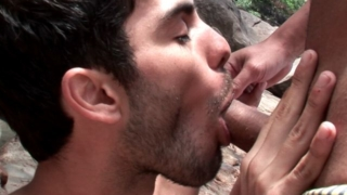Ultra sexy brunette amateur gay Kaike gives handjob and blowjob to horny Junior Bastos outdoors