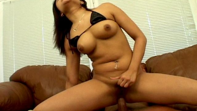Uninhibited-army-bitch-annie-cruz-riding-anally-a-monster-schlong-on-the-couch_01