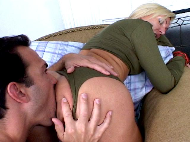 Uninhibited blonde army whore Lisa Lee gets round butt licked