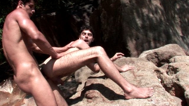 Unshaved-gay-kaike-gives-blowjob-to-junior-bastos-on-the-beach_01