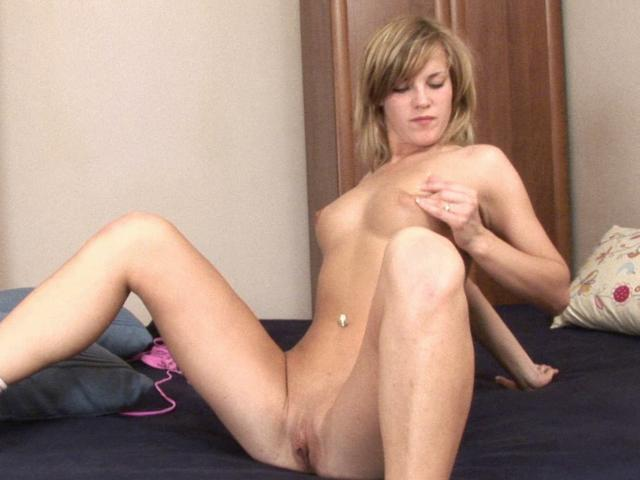 Wild and needy amateur chick fucks her pink pussy