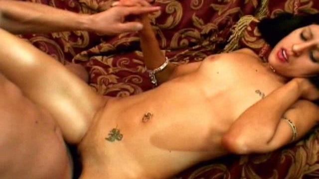 winsome-indian-chick-kajal-gets-skinny-twat-hammered-on-the-couch_01